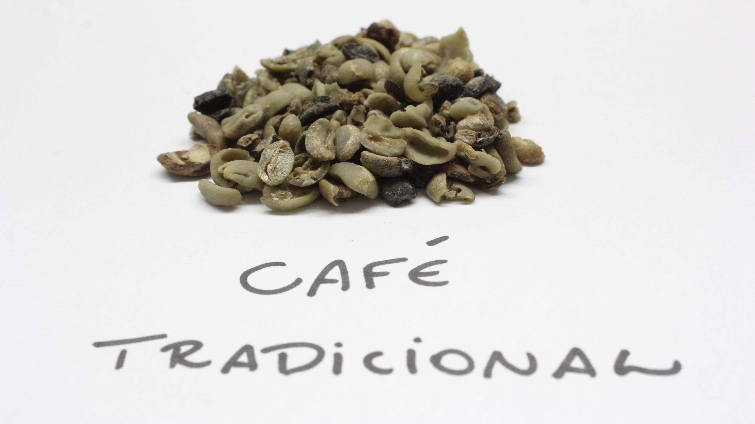 Amostra de grão cru de café tradicional