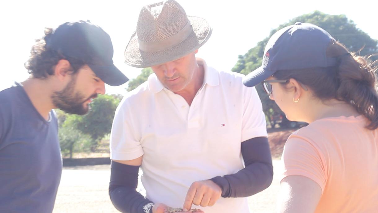 Sérgio Miranda, Vítor e Débora Reis na visita à Fazenda Estrela